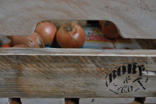 légumes dans petite caisse en bois de palettes revalorisées boby&co'