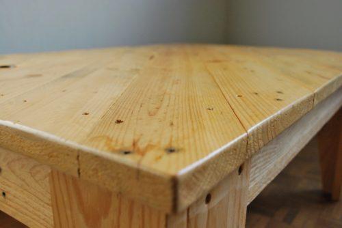 détail table basse en palettes revalorisées boby&co'